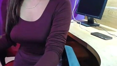 PLAYING WITH HER BOOBS ON CAM