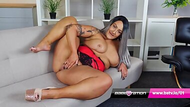 Hot British BBW Danielle Louise wanks on the sofa