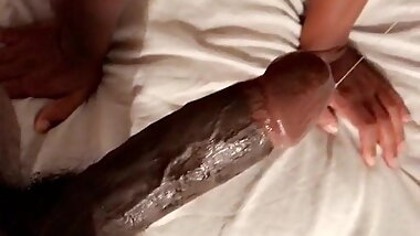 Well-hung sporty male sucking dirty by thirsty black tchoin