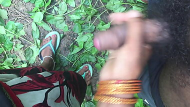 Desi girl handjob in jungle